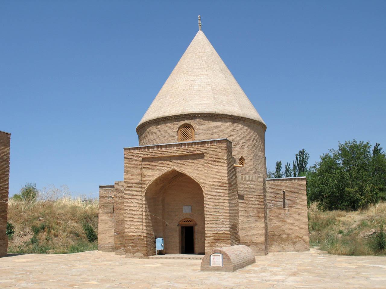 Мавзолей Исмаил Ата – памятник архитектуры XV века