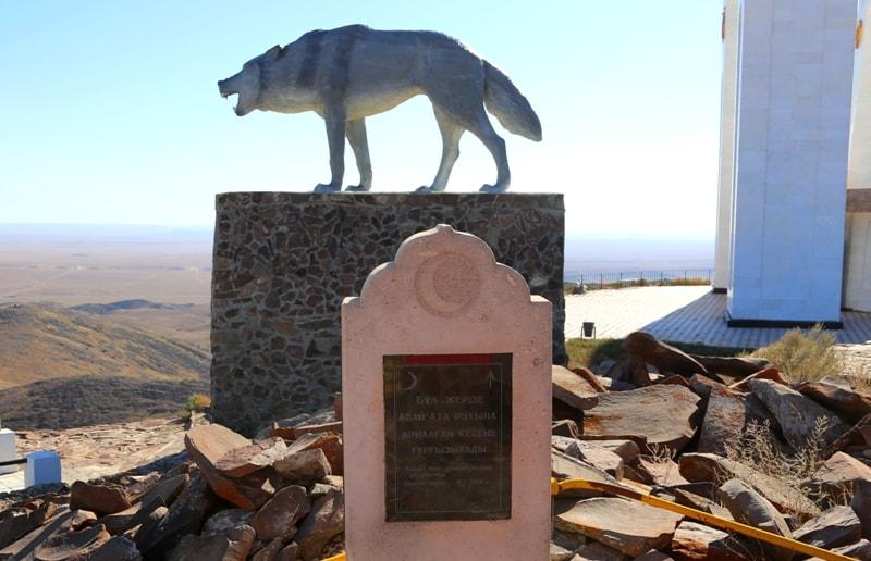 Где в Казахстане расположена статуя Великой Волчицы — символа силы и свободы духа?